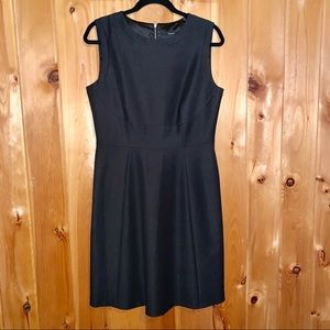 Tahari NWT black sleeveless sheath dress size 10